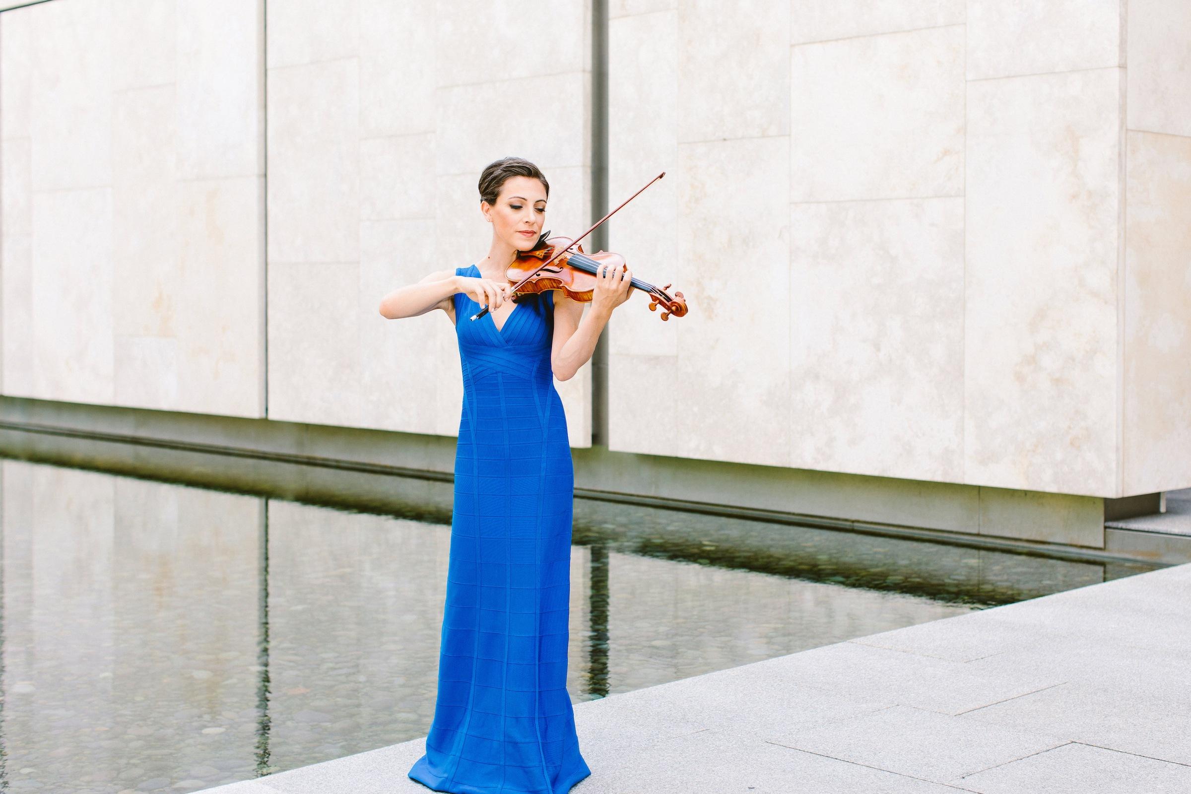 Andrea Levine Philadelphia Violinist Headshot